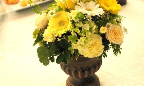 結婚式のゲスト用テーブルの装花
