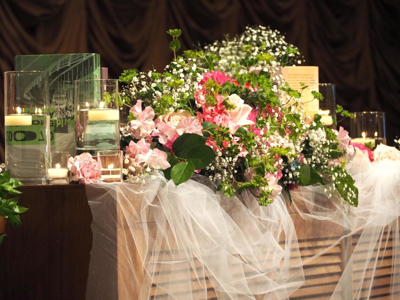 結婚式場の披露宴のメインテーブル