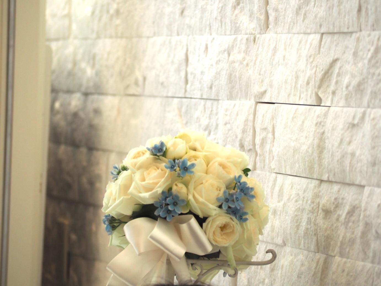 結婚式の白いブーケ