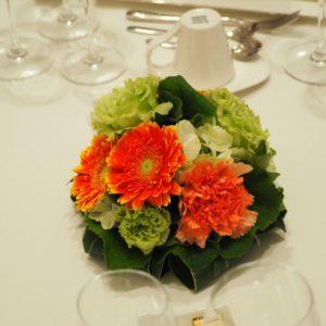 結婚式場のゲスト席の装花