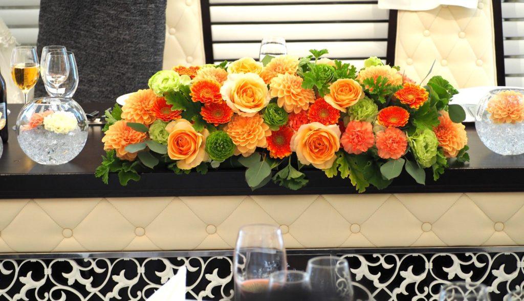 結婚式場の高砂の装花