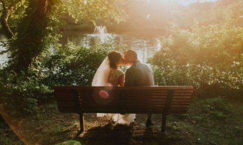 結婚式場のガーデンにある池