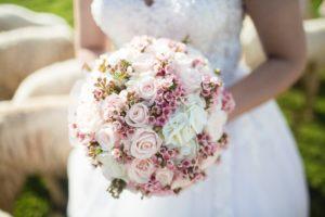 結婚式で使うピンク色のブーケ