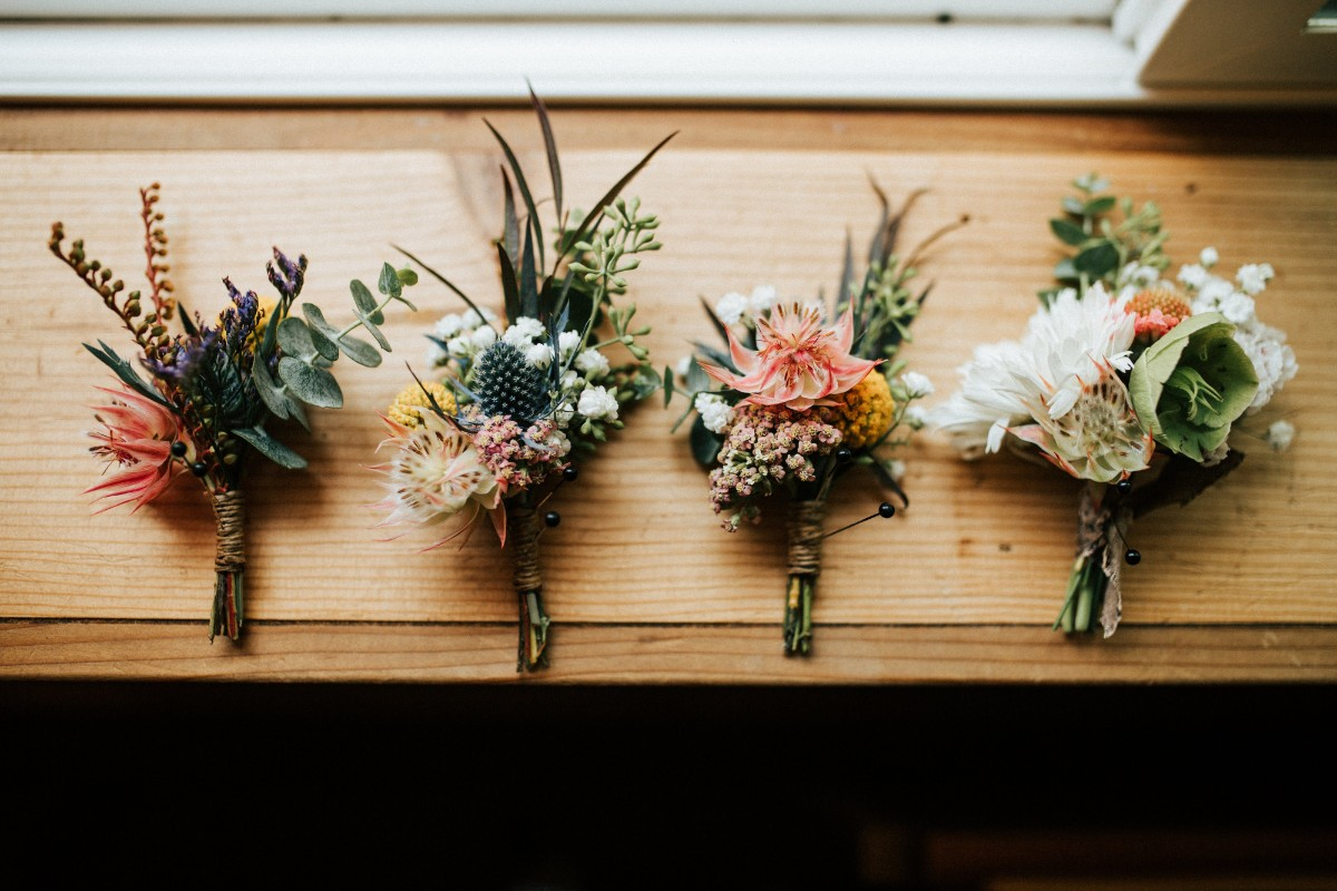 結婚式場に並ぶ装花